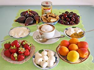 Hintergrundbilder Kaffee Cappuccino Pfirsiche Erdbeeren Kirsche Echte Feige Frühstück Tasse Die Sahne