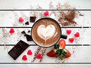 Fotos Kaffee Schokolade Beere Erdbeeren Bretter Herz Becher das Essen