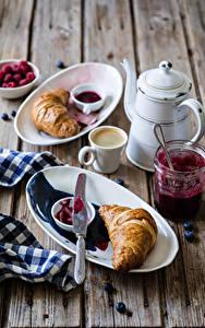 Hintergrundbilder Kaffee Croissant Wasserkessel Bretter Frühstück Tasse Teller Einweckglas Lebensmittel