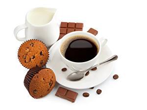 Hintergrundbilder Kaffee Cupcake Milch Schokolade Weißer hintergrund Tasse Löffel Kannen Getreide