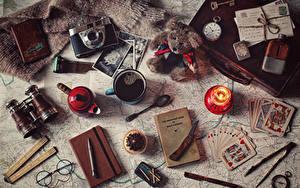 デスクトップの壁紙、、コーヒー、小さなケーキ、ろうそく、トランプ、テディベア、時計、ナイフ、マグカップ、眼鏡、カメラ、ボールペン、本、食べ物