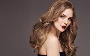 Hintergrundbilder Farbigen hintergrund Haar Make Up Model Schön Starren Frisur Mädchens