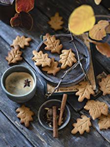 Hintergrundbilder Kekse Kaffee Sternanis Cappuccino Bretter Blattwerk Becher das Essen