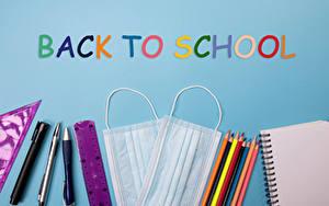 Hintergrundbilder Coronavirus Masken Schule Farbigen hintergrund Wort Englische Bleistift Notizblock