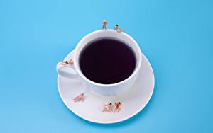 Bilder Kreativ Kaffee Mann Erwachsene Frau Farbigen hintergrund Tasse Teller Strand das Essen