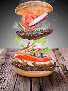 Fotos Kreativ Burger Frikadelle Tomate Gemüse Bretter das Essen