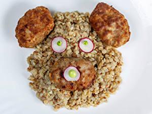Desktop hintergrundbilder Kreativ Teddybär Brei Frikadelle Radieschen Buchweizen Grauer Hintergrund Lebensmittel