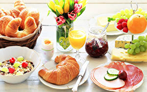 Bilder Croissant Saft Powidl Wurst Obst Müsli Tulpen Frühstück Weckglas Weinglas Geschnittenes Eier Herz das Essen