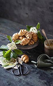 Hintergrundbilder Croissant Stillleben Schere Bretter