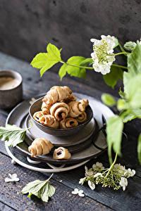 Bilder Croissant Bretter Ast das Essen