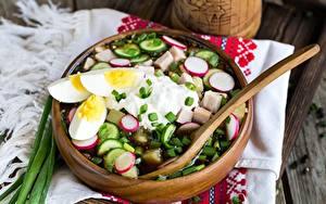 Fotos Gurke Radieschen Suppe Saure Sahne Eier okroshka