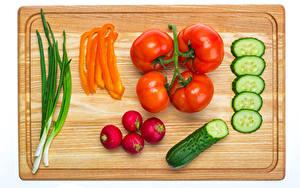Fotos Gurke Tomate Gemüse Radieschen Peperone Schneidebrett