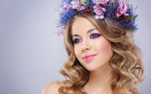 Hintergrundbilder Locken Model Schöne Schminke Haar Kranz Starren Frisuren junge frau