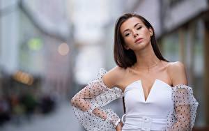 Bilder Model Pose Kleid Starren Unscharfer Hintergrund Daniela