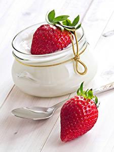 Fotos Dessert Erdbeeren Bretter Weckglas Löffel das Essen