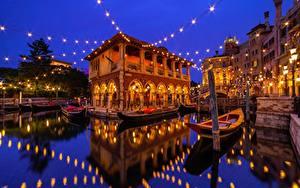 Fotos Disneyland Gebäude Boot Japan Präfektur Tokio Wasser Nacht Lichterkette Spiegelt Urayasu