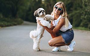 Wallpapers Dogs Bokeh Blonde girl Glasses Staring Puppy Girls Animals