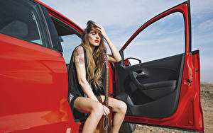 Bilder Tür Braune Haare Sitzend Hand Gitarre Mädchens