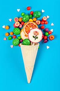 Hintergrundbilder Dragee Dauerlutscher Bonbon Farbigen hintergrund Cornet Herz Design das Essen