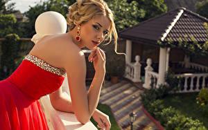 Bilder Kleid Blick Hand Blond Mädchen Ohrring Bokeh junge Frauen