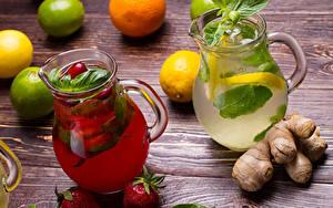 Bilder Getränke Limette Zitronen Erdbeeren Limonade Ingwer Bretter Kanne Lebensmittel