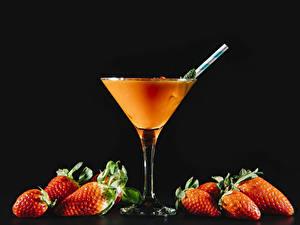 Hintergrundbilder Getränke Erdbeeren Cocktail Schwarzer Hintergrund Weinglas Lebensmittel