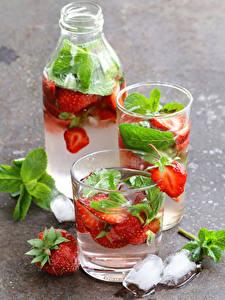 Fotos Getränk Erdbeeren Limonade Flasche Trinkglas Eis Lebensmittel