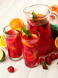 Bilder Getränke Erdbeeren Apfelsine Kanne Trinkglas Lebensmittel