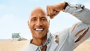 Hintergrundbilder Dwayne Johnson Mann Muskeln Hand Lächeln Gesicht Glatze Prominente