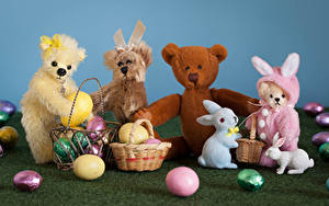 Fotos Ostern Spielzeug Knuddelbär Kaninchen Weidenkorb Ei
