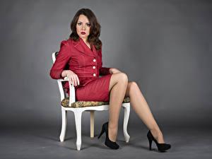 Bilder Stühle Sitzt Bein High Heels Anzug Blick Elena Mädchens