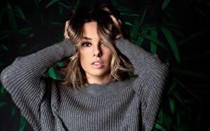 Bilder Sweatshirt Hand Blick Eleonora Mädchens