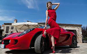 Fotos Rot Posiert Kleid Hand Bein Stöckelschuh Elisa Pagano junge Frauen Autos Prominente