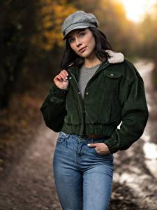 Hintergrundbilder Brünette Posiert Jeans Jacke Baseballmütze Starren Emma Victoria junge frau