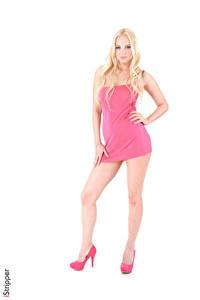 Hintergrundbilder Estonika iStripper Weißer hintergrund Blond Mädchen Kleid Hand Rosa Farbe Bein Stöckelschuh Mädchens