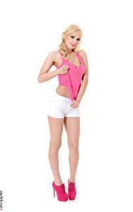 Hintergrundbilder Estonika iStripper Weißer hintergrund Blondine Hand Shorts Bein High Heels junge Frauen