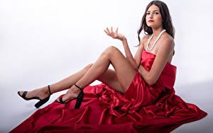 Hintergrundbilder Model Sitzt Pose Bein Blick Eve Yargeau junge Frauen