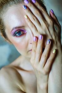 Bilder Augen Finger Schminke Hand Maniküre Blick junge Frauen