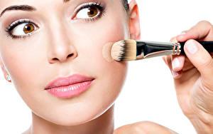 Fotos Augen Weißer hintergrund Gesicht Make Up Pinsel Mädchens