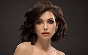 Bilder Gesicht Schminke Model Starren Braune Haare Frisuren junge frau