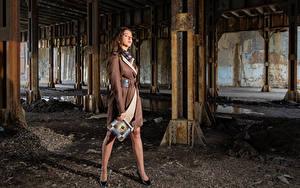 Hintergrundbilder Posiert Umhang Model Bein Starren Falyn Bruce Mädchens