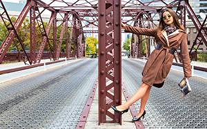 Hintergrundbilder Posiert Bein Brille Blick Umhang Falyn Bruce Mädchens