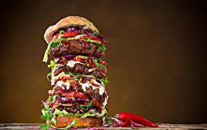 Fotos Fast food Burger Fleischwaren Chili Pfeffer Farbigen hintergrund