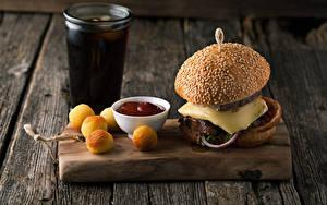 Fotos Fast food Hamburger Backware Bretter Schneidebrett Trinkglas Ketchup