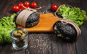 Fotos Fast food Oliven Tomate Gemüse Hamburger Bretter Schneidebrett