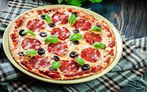 Fotos Fast food Pizza Wurst Basilikum
