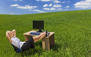Hintergrundbilder Felder Blondine Sitzend Tisch Bein Gras Mädchens