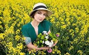 Bilder Acker Raps Blumensträuße Der Hut Starren Kleid Alena junge frau Natur