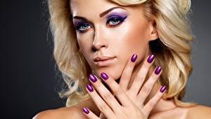 Bilder Finger Gesicht Starren Blond Mädchen Hand Maniküre Schminke Mädchens
