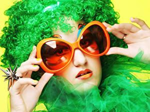 Hintergrundbilder Finger Gesicht Brille Ring Haar Grün Mädchens
